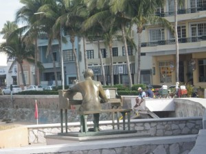 I've now seen and photographed all the statues along the Malecón.